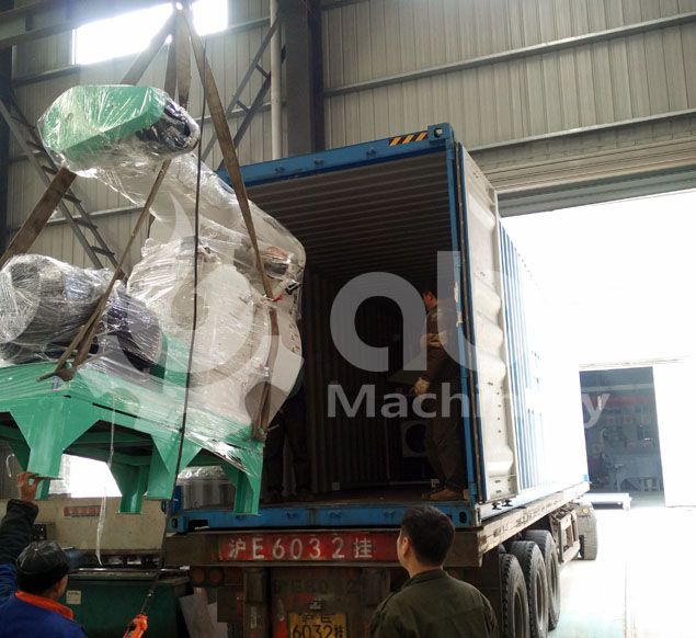 truck loading of the large biomass fuel pellet mill machine