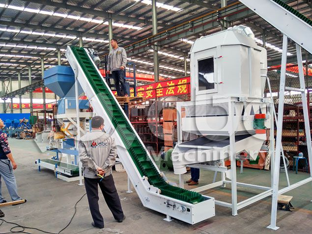 cooling and bagging machine of the cattle feed processing plant