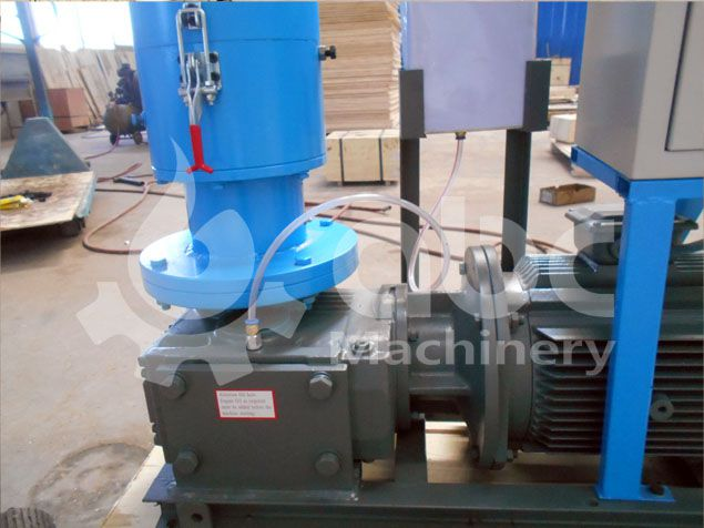 pellet making machine with auto lubrication system