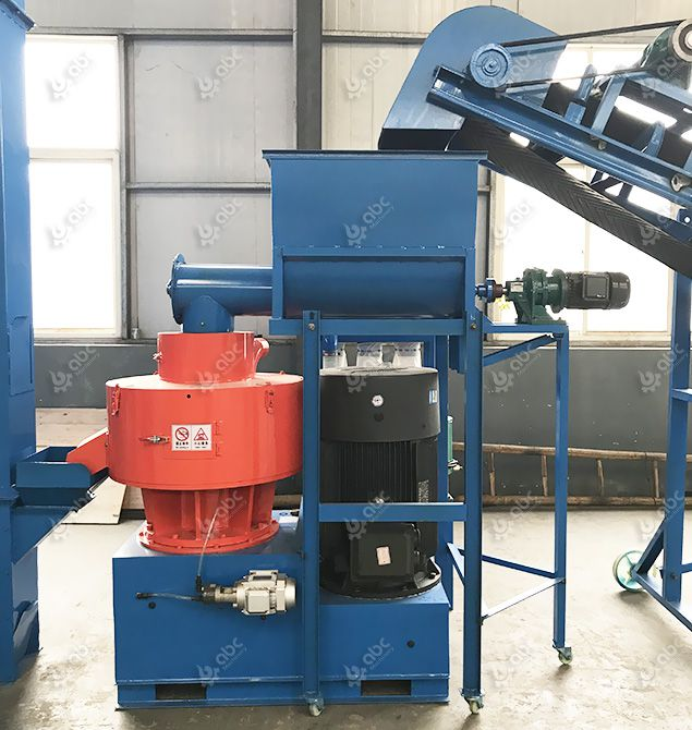 vertical pellet machine for processing crop stalk